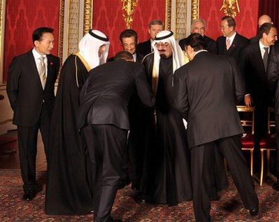 Obama bows submits