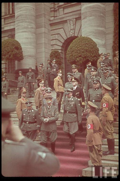 Hitler32