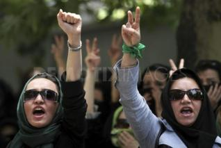 """Day 37 Iranian Revolution: More of Obama's """"lively debate"""" (human translation – bloody clashes)"""