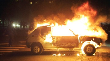 FRANCE BURNING CAR