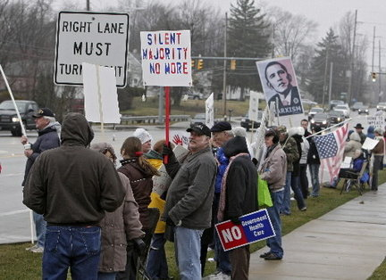 Protesters-obama-strongsvillejpg-2712b12774c1ee32_large