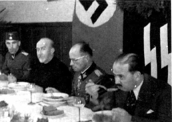 Mufti nazis eating