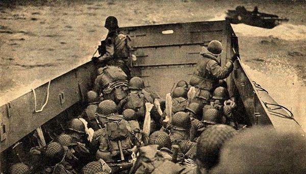 D-Day_beachlanding_b-