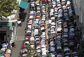 France_Muslim_street_prayers_295