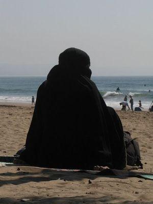 Burqa-Beach-Babes-1