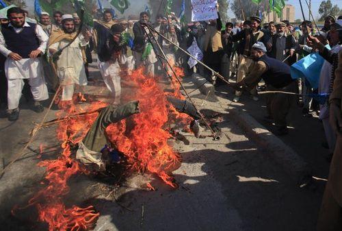 Afghan obama effigy
