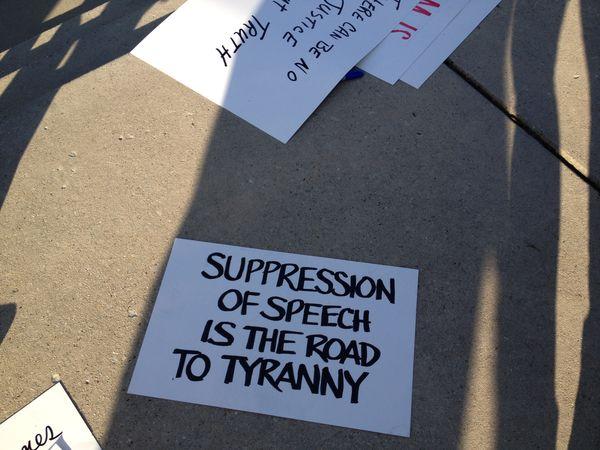 Tenn signs