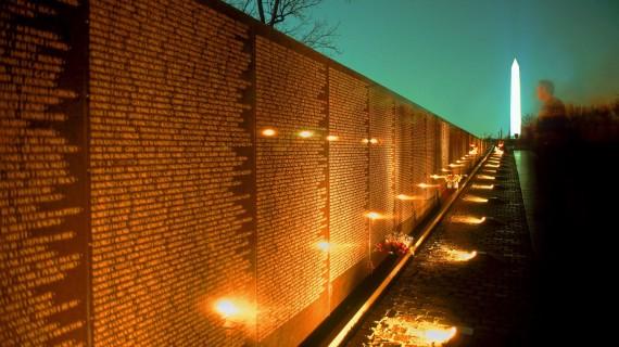 Vietnam-War-Memorial-Night-570x320